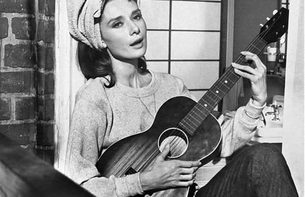 """The Story Behind """"Moon River"""" From Breakfast At Tiffany's Is Fascinating"""