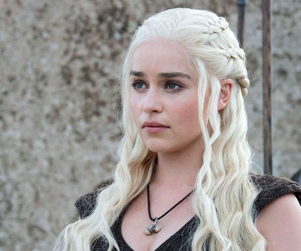 Emilia Clarke Has Dyed Her Hair Bleach Blonde And Is Now A Real Life Khaleesi
