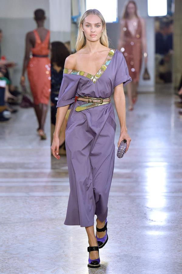 Candice Swanepoel on the catwalk for Bottega Veneta.