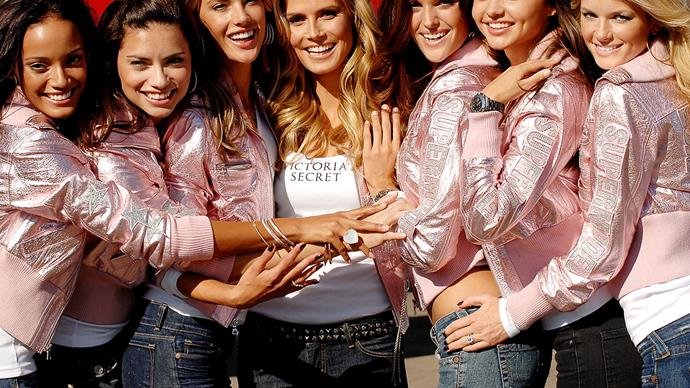 Victoria's Secret Angels boarding flight