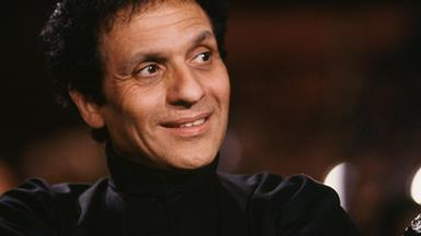 Azzedine Alaïa Has Passed Away: The Fashion Industry Mourns a Legend