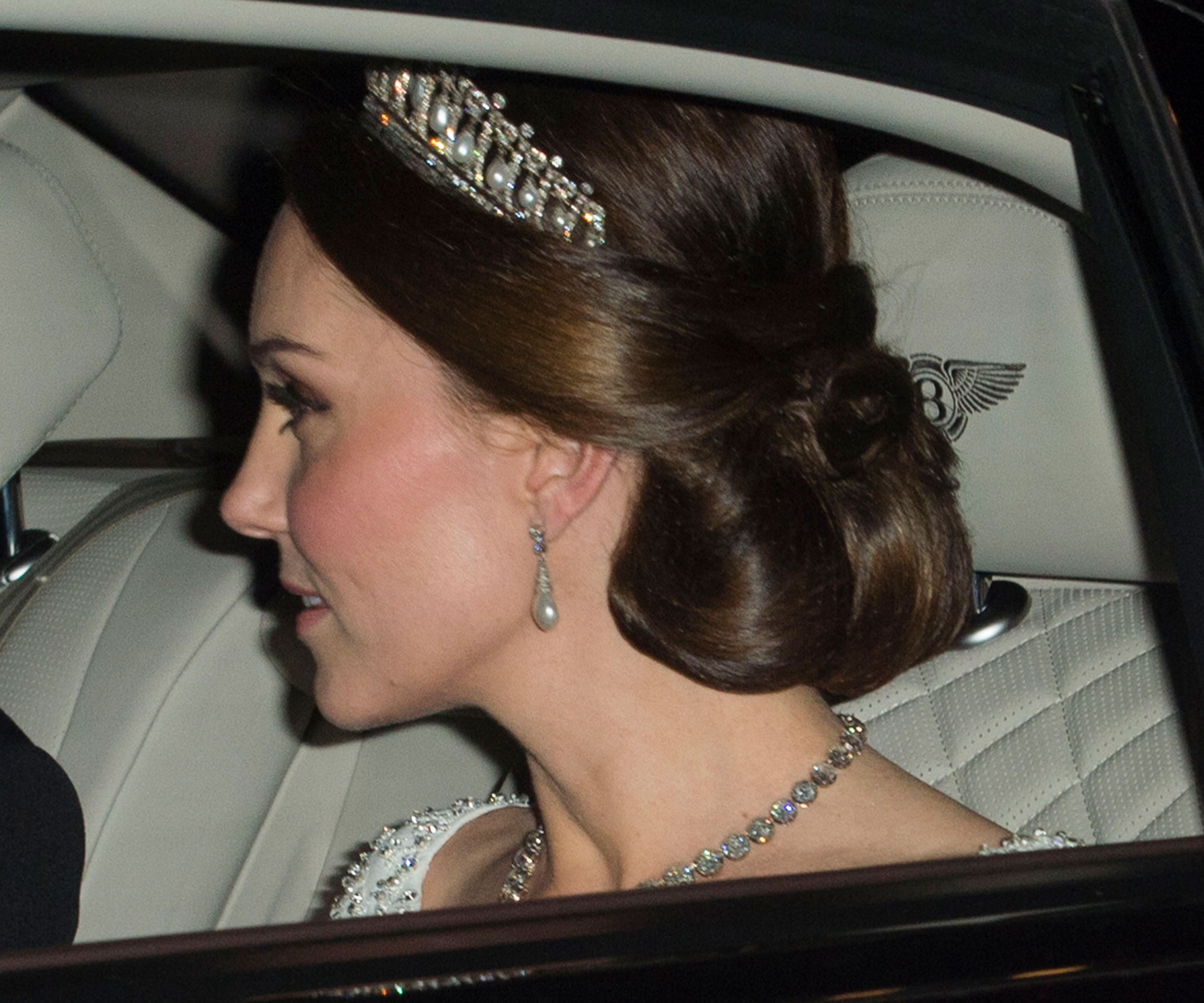 Kate Middleton steps out wearing attractive  Diana hand-me-down