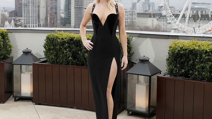 Jennifer Lawrence Channeled A Nineties Era Elizabeth Hurley In That Safety-Pin Dress