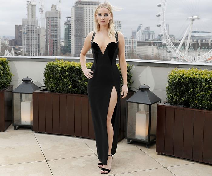 Jennifer Lawrence Channeled A Nineties Era Elizabeth Hurley In That Safety-Pin Dress