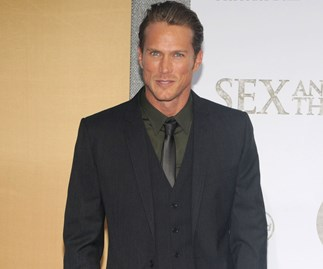 'Sex And The City' Heart-Throb Jason Lewis Weighed In On The Feud To Say He's Team Sarah