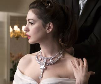 Anne Hathaway in Ocean's 8 wearing the Toussaint Necklace.