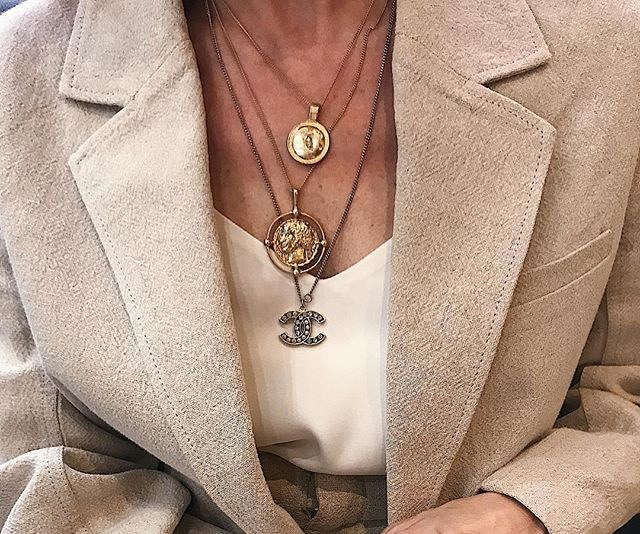 6 Tricks To Layering Your Necklaces Like A Fashion Girl