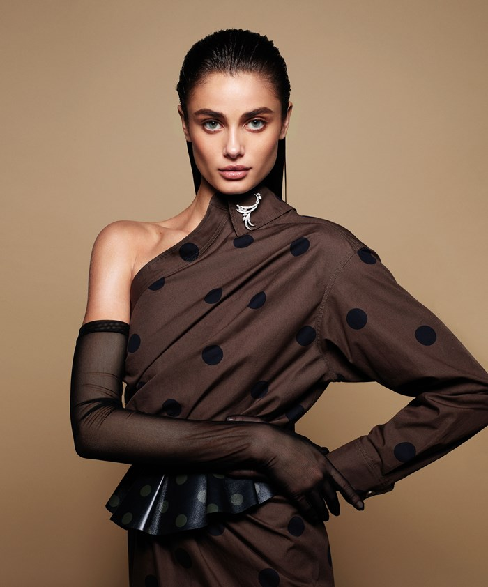 BAZAAR Cover Star Taylor Hill On Her Boyfriend, Her Family And Her Famous No-Makeup Selfies
