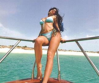 Kylie Jenner bikini selfie.