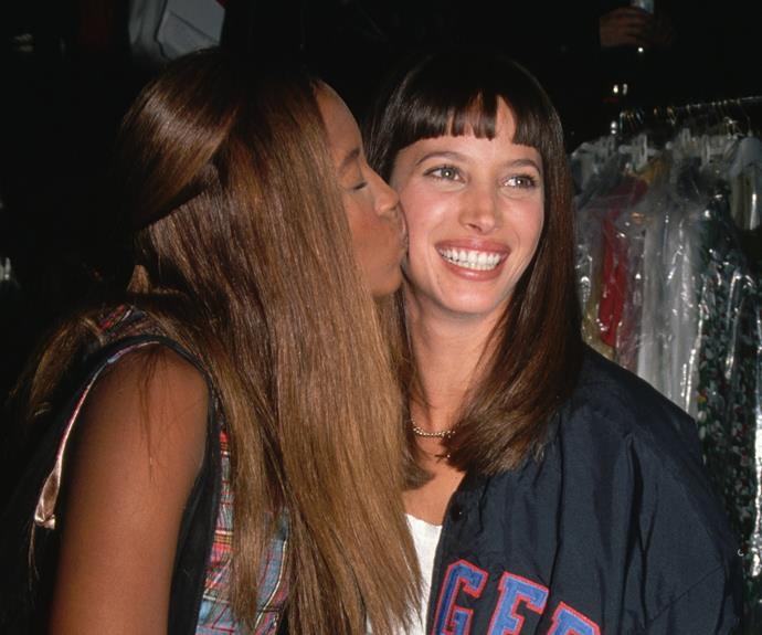 23 Photos Of '90s Supermodels Hanging Out Backstage At Runway Shows