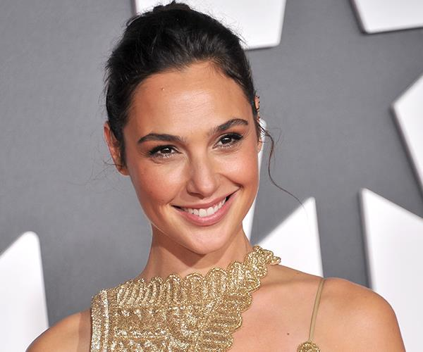 Gal Gadot And Other Celebrities Sing 'Imagine' Together