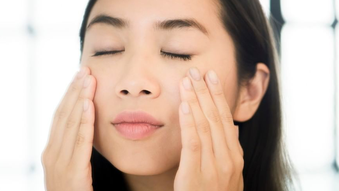 The Acupressure Technique To Learn If You're Concerned About Your Botox Wearing Off