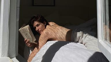 10 Deliciously Addictive Books To Snuggle Up With This Winter
