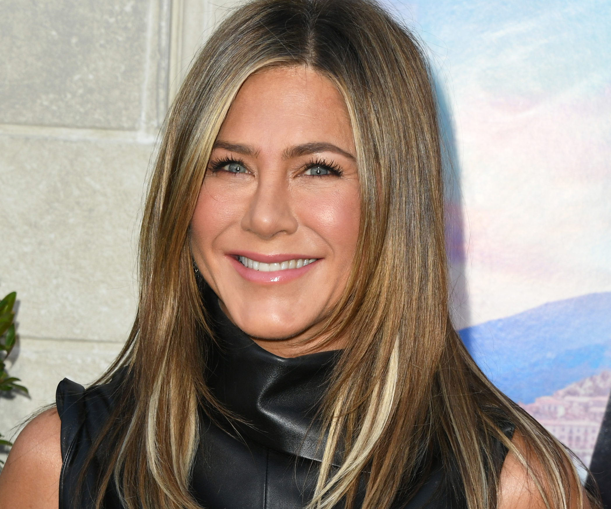 Jennifer Aniston Sculpts Her Face With A Gold Bar—And Now You Can Too