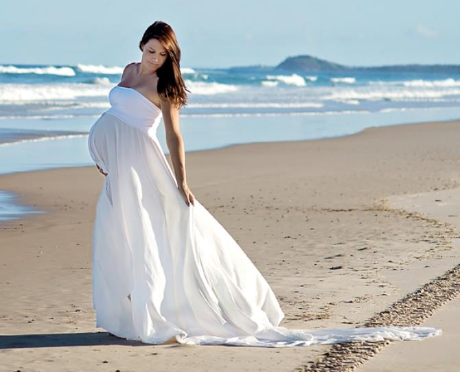 """""""We wanted to create something natural and beautiful, showcasing Jade's beautiful twin bump.""""  Chelsea, KIST Photography"""