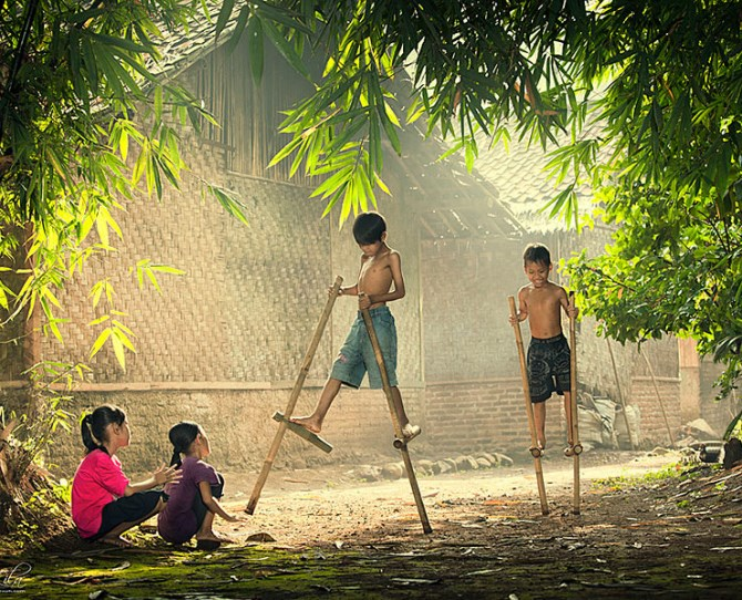 Children playing in Indonesia  Image credit: I Gede Lila Kantiana