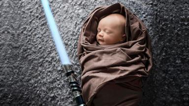TRENDING: Geeky Newborn Photography