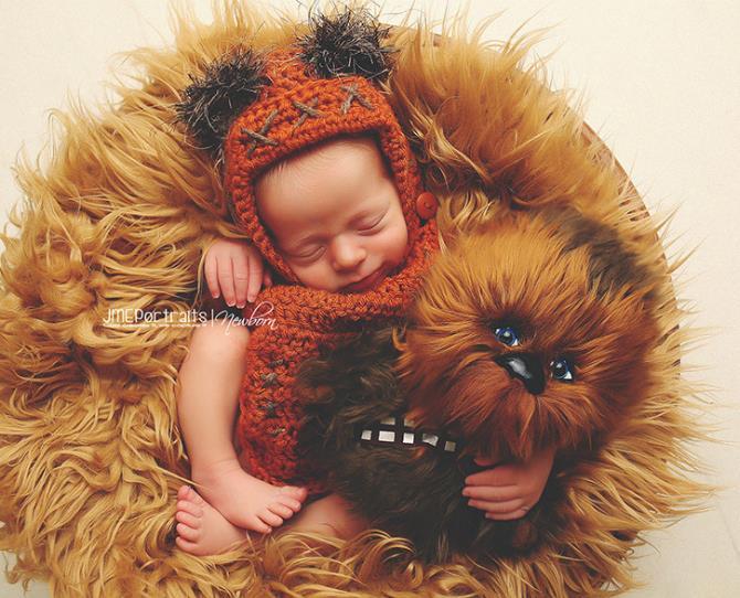 What Star Wars fan wouldn't dress their newborn as an adorable baby Ewok?!  Photo via JME Portraits