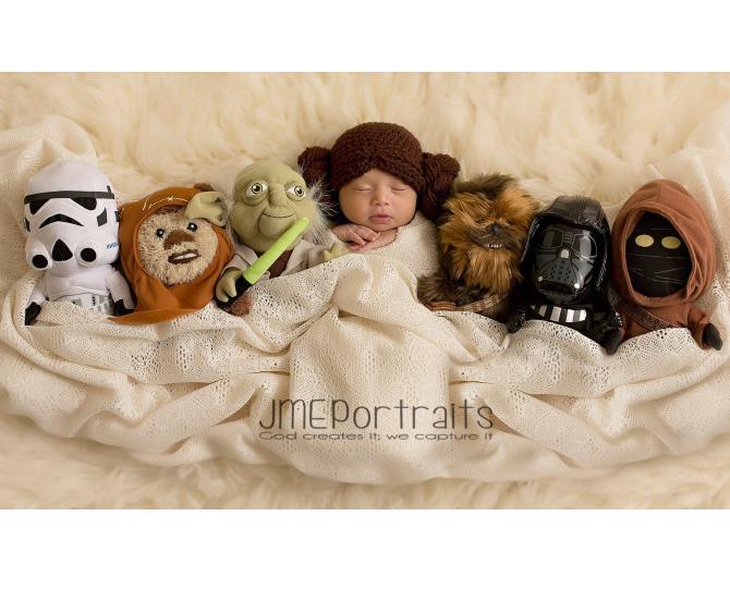 Oh, baby Princess Leia... those side buns! CUTE!  Photo via JME Portraits