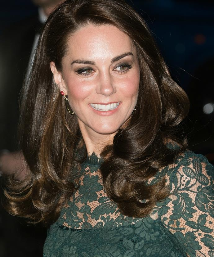 The Duchess is known to apply her own makeup for each engagement. And if you ask us... she does a jolly good job of it!