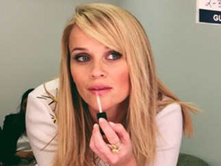 Reese Witherspoon applying makeup