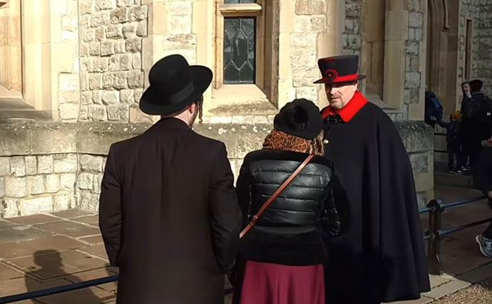 Tourist throws glove at Queen's guard at Tower of London