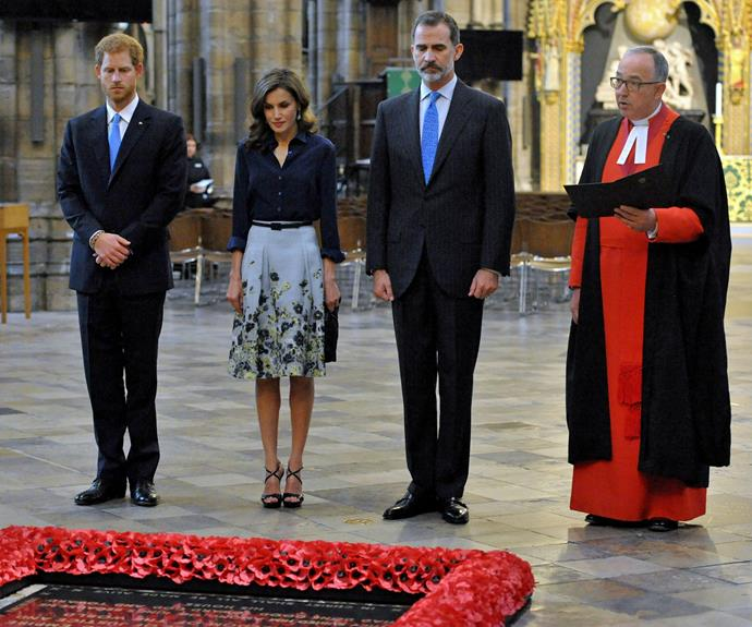 King Felipe VI and Queen Letizia laid a wreath of yellow roses and red carnations at the grave of the unknown warrior.