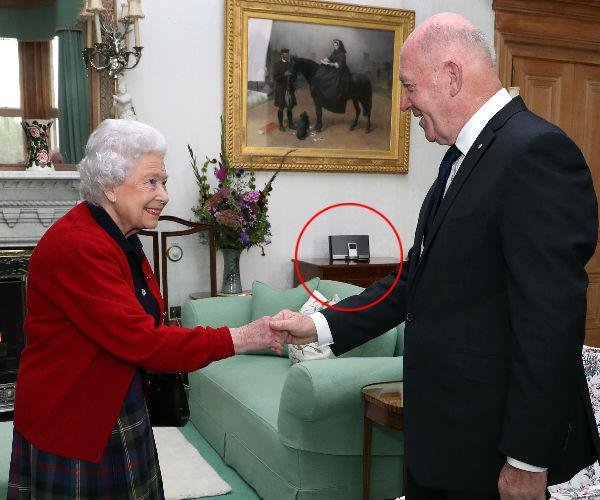 "The Queen was reportedly gifted an iPod from Barack and Michelle Obama back in 2009 when they visited her in England. And if you thought that new-fangled gadget was simply collecting dust, you'd be mistaken. Speaking with [*Vogue*](www.vogue.co.uk|target=""_blank""