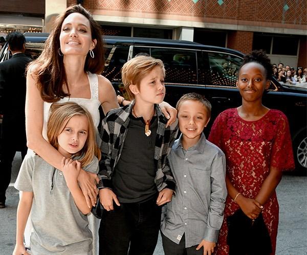 Angelina Jolie, Shiloh Jolie-Pitt, Vivienne Jolie-Pitt, Knox Jolie-Pitt, Zahara Jolie-Pitt