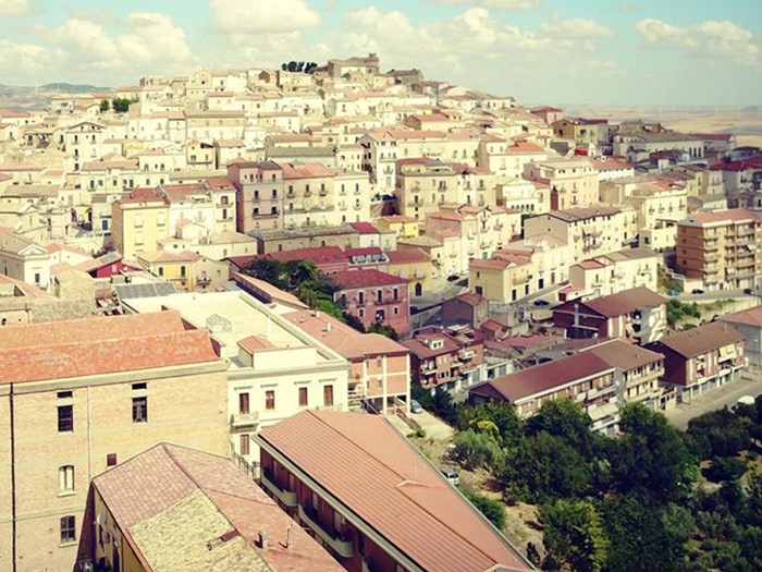 Beautiful Italian town is paying people to move there