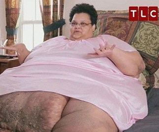 Woman who once tipped the scales at 317kgs (!!!) is happy she can sit upright after weight-loss