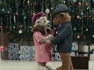Heathrow's Christmas ad is out and we're OBSESSED