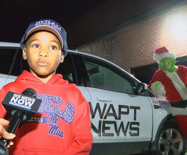 Determined to save Christmas, boy calls triple-O on the Grinch