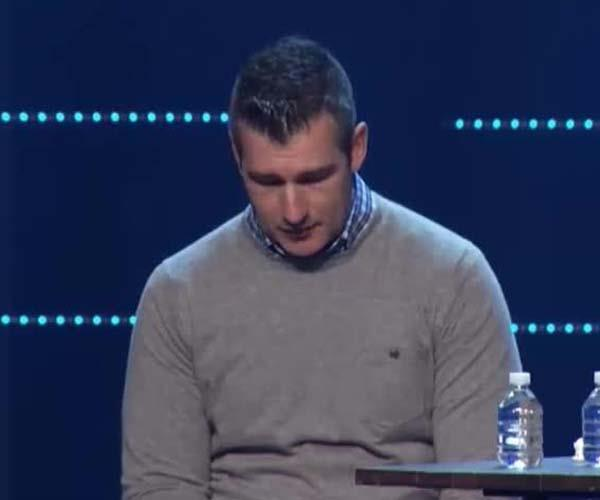 "Church leader receives standing ovation after admitting to ""sexual incident"" with a teenager"