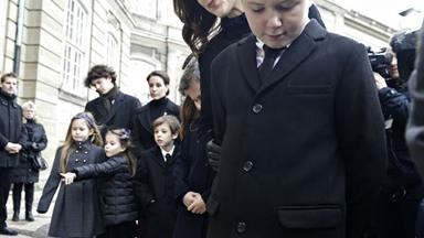 Princess Mary, Prince Frederik and their children look over tributes to Prince Henrik
