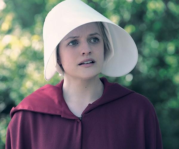 elisabeth moss the handmaids tale