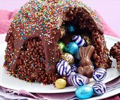 Blow everyone away this Easter by cooking this delicious Easter egg hunt smash cake