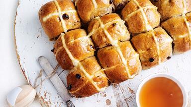The Australian Women's Weekly's mouth-watering hot cross bun recipe