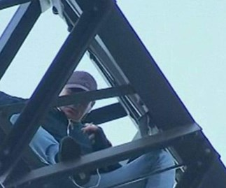 Sydney traffic MAYHEM as police try to coax man down from Sydney Harbour Bridge