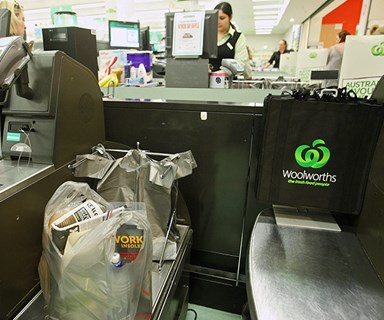 Coles and Woolworths stores ban single-use plastic bags from today