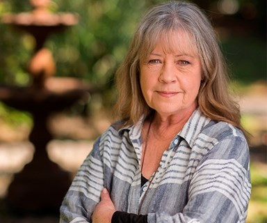 "Noni Hazlehurst admits: ""I felt like a disappointment to my mum."""
