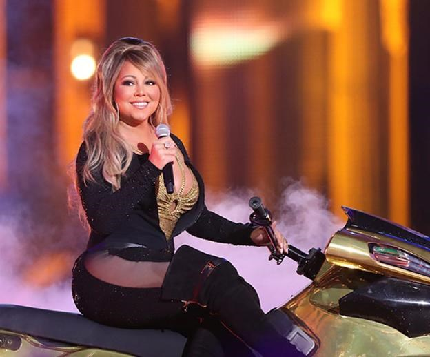 """""""She was constantly naked"""" Mariah Carey is accused of sexual harassment by former manager"""