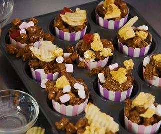 How to make The Australian Women's Weekly Barbie rocky road popcorn cups