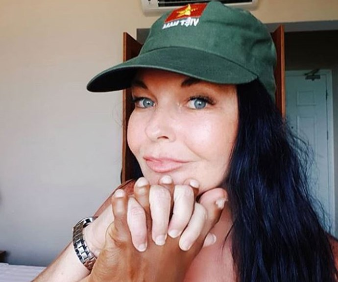 Schapelle Corby has posted a photo holding her boyfriend's foot like a hand and no one can handle how gross it is