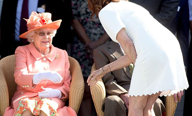 Susan Sarandon breaks Royal protocol with the Queen
