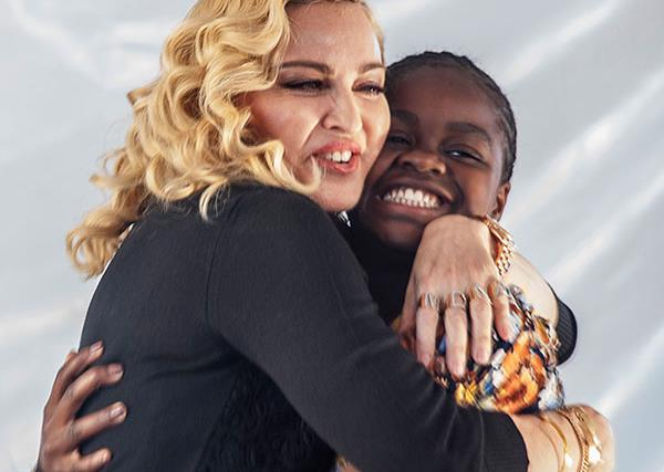 Madonna shares a rare family photo with all 6 kids