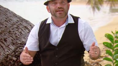 Australian Survivor fans are losing it over Russell's bizarre wardrobe choice