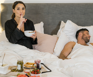 What to eat when you're pregnant Sam and Snez in bed