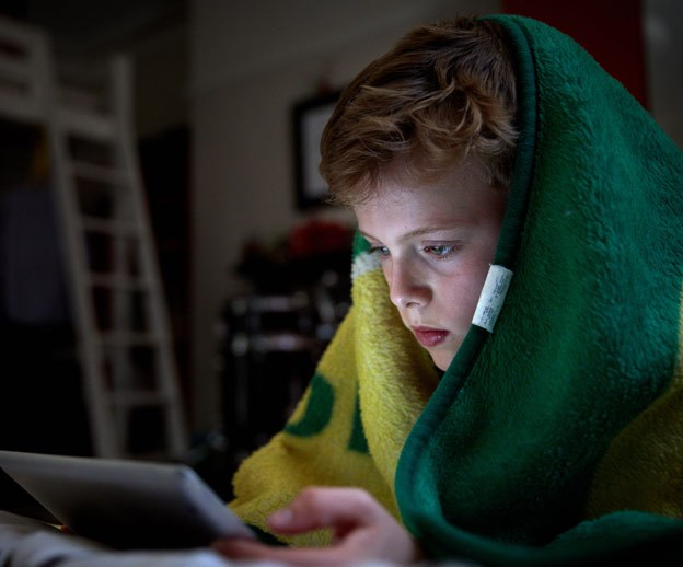 Internet divided after mother smashes her kids iPad for overuse