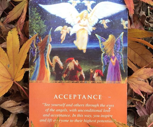 What are angel card readings and why they aren't like tarot cards?